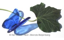 vlinder in rustig blauw