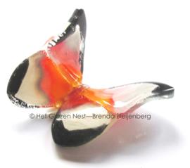 dansend vlindertje in oranje en zwart