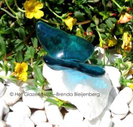 kleine vlinder op bergkristal