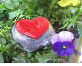 mini urn met rood hartje