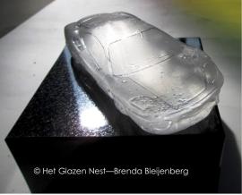 speelgoed auto Ferrari in glas