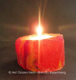 Waxinelichtje in rood glas
