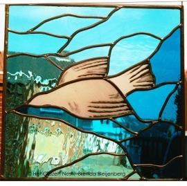 "Glas in lood raamhanger ""Vliegende duif in blauw"""