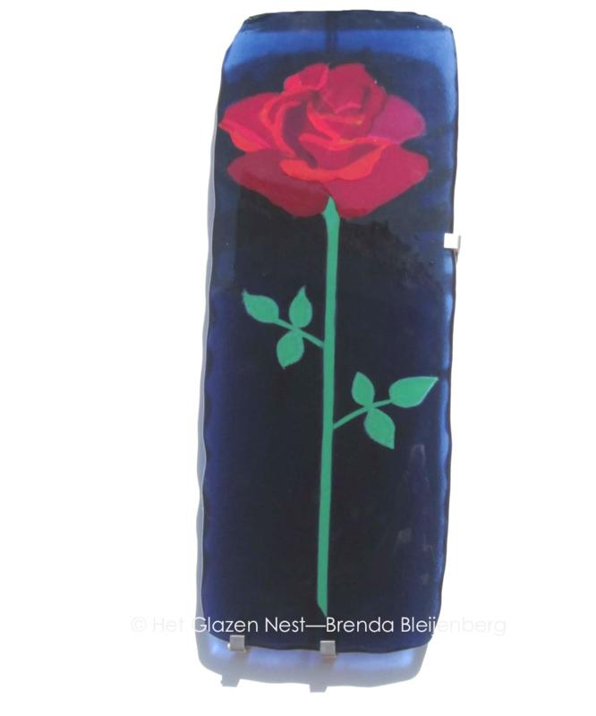rode roos in blauw