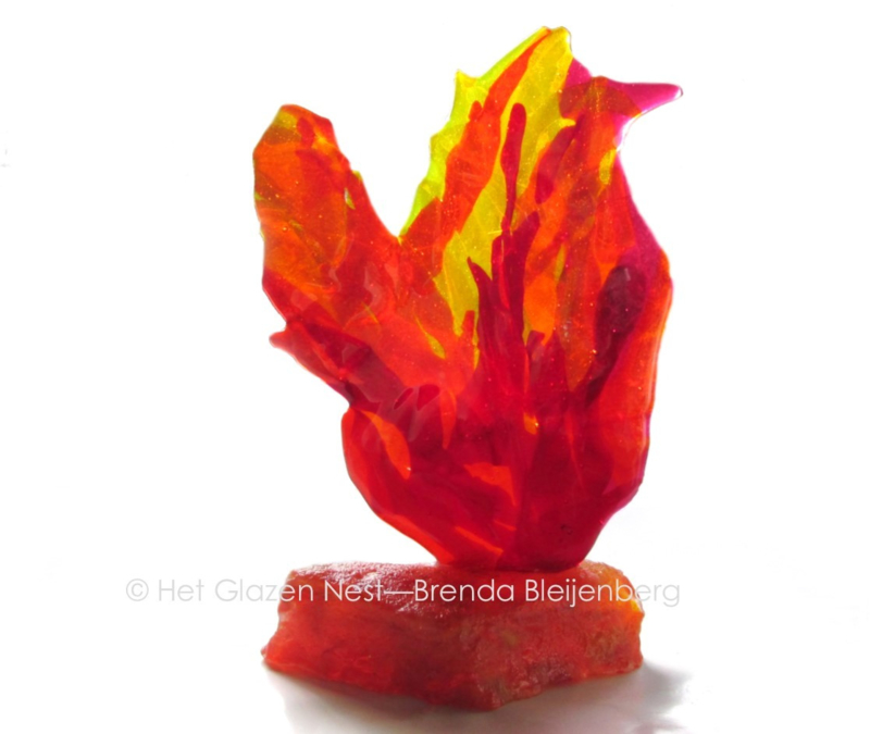abstracte vogel in handgevormde steen
