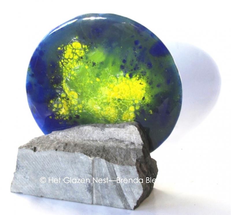 cirkel in blauw en geel als as gedenkobject