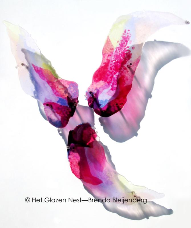 glaskunst in roze en lila