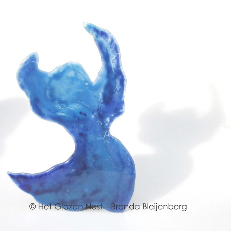 Dansende vrouw in glaskunst