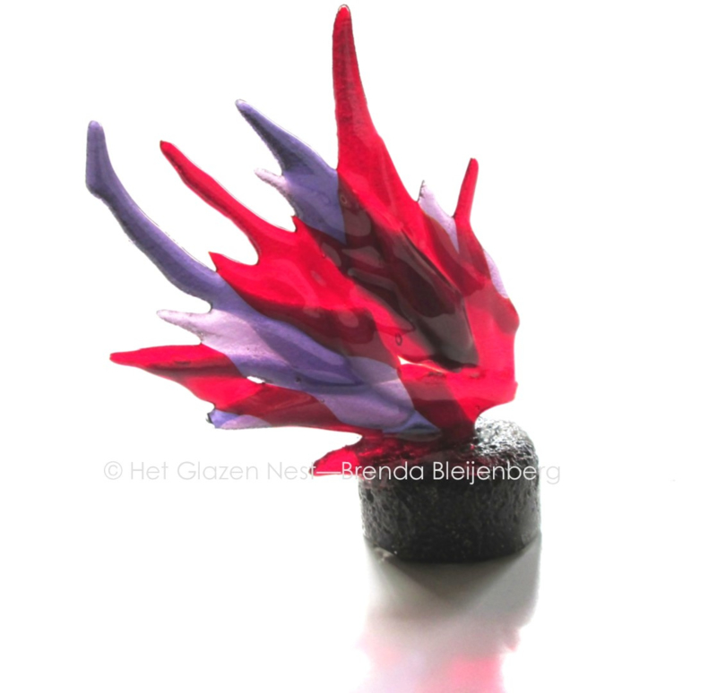 grillig vormen in paars en rood als mini urn