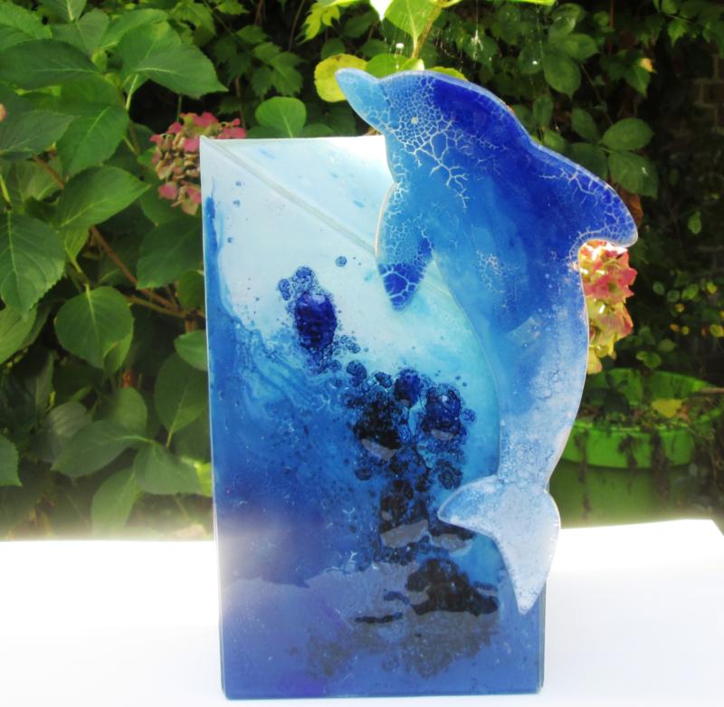 Blauwe urn met dolfijn