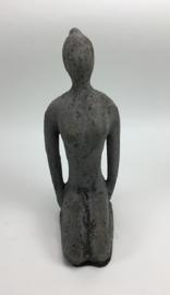 Yoga beeld grijs (rustic) aardewerk no. 10