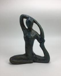 Yoga beeld old blue/turquoise aardewerk no. 7