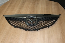 Originele Grille Mazda 6 model 2002-2005 met chrome rand
