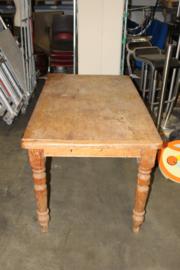 grenenhouten tafel