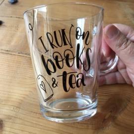 Handgeletterd 'Boekig' thee glas