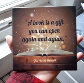 'A Book is a Gift' tegeltje
