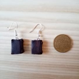Oorbellen mini boekjes donker bruin