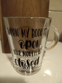 Handgeletterd 'Boekig' thee glas met diverse teksten!
