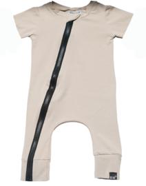 Sand onesie korte mouw