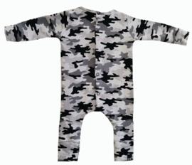 Camo grijs french knie onesie (drukkers)