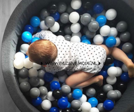 Ballpit with 200 balls (black,grey,white,blue)