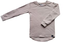 Beige long shirt met schuine mouwen