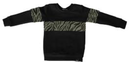 Zwart met tijger groen shirt