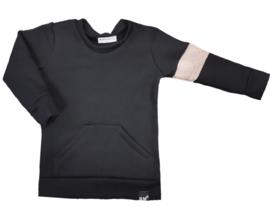 Zwart met rib taupe streep mouw sweater