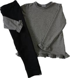 Donker grijs roes shirt met zwart broekje