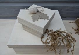Houten box met eikenblad