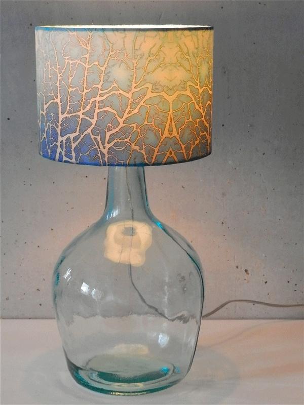 "Lamp: ""wierlamp Abstract"" licht blauw met glazen voet"