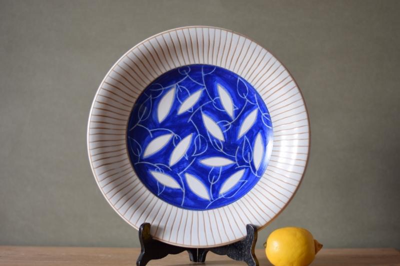 Einar Johansen Own Studio Circular platter leaf decor blue white Danish pottery midcentury