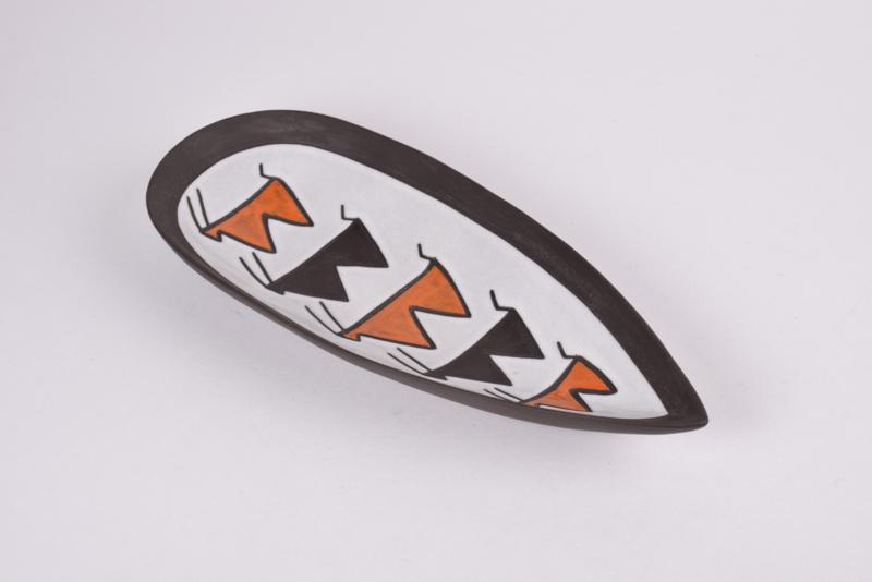 Michael Andersen & Søn / Marianne Starck Attributed Dish / Wall Plate N egro / Tribal Series with Antelope Motif in Black / White / Orange Danish Mid-century Ceramic