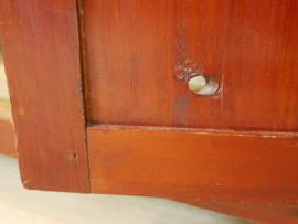 Ruime vintage kast met planken