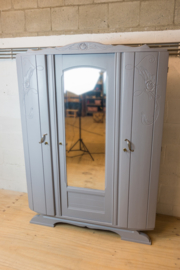 Gelakte art deco kledingkast met spiegel