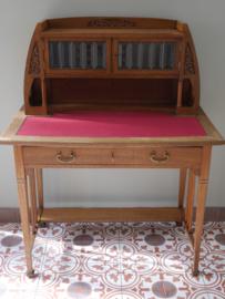 Bijzonder art nouveau bureau met arts and crafts kenmerken