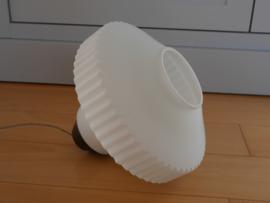 Retro glazen hanglamp met bakkelieten montuur