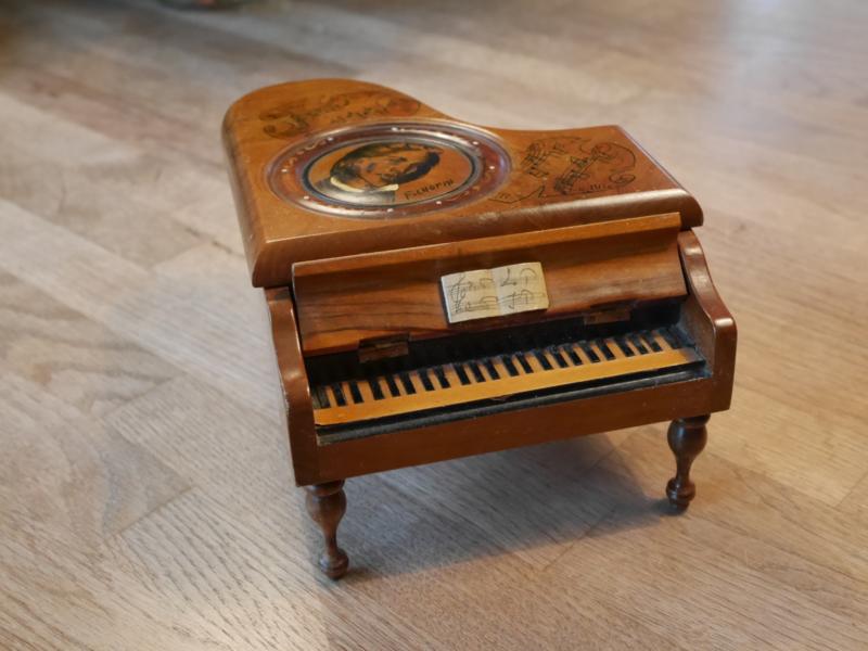 Reparatie onderdelen mini-piano
