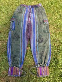 Blauw groene broek met stempels