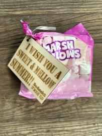 Marshmellows met een houten kaartje