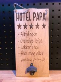 Tekstbordje Hotel papa met bieropener
