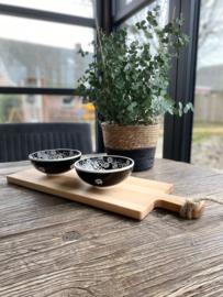 Beuken serveerplank inclusief 2 zwarte schalen