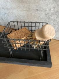 Cadeaupakket serveerplankje blackwash + draad zeepbakje + puimsteentuinzeep + pannenborstel