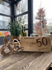 Serveerplank; 50 jaar getrouwd / Houten & teken Mr & Mrs