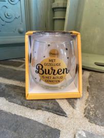 Wijn-waterglas met tekst MET GEZELLIGE BUREN IS HET ALTIJD GENIETEN