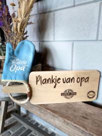 Ovenhandschoen met de tekst `Voor de leukste en liefste opa` + Broodplank Plankje van opa