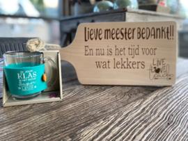 Cadeaupakket Meester-serveerplankje Meester  bedankt + theeglas met de tekst In jouw klas is het altijd superleuk