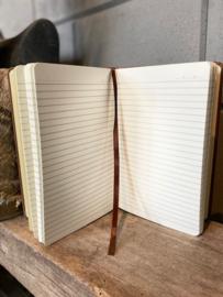 Notitieboek houtlook met de tekst `zo blij met een juf als jij.` Bedankt!