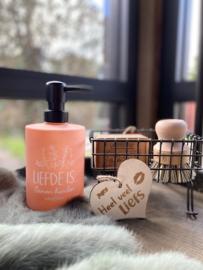 Zeeppompje Liefde is Samen handen wassen / modieus roze