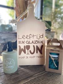 Plankje leeftijd en glazen wijn + zeeppompje with love + giftset soap Italian spring